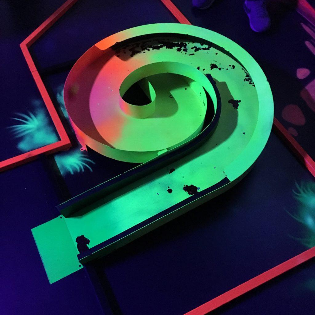 Minigolf: Materialbedingt löst sich schon die Farbe