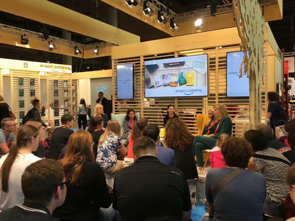 Bild: Veranstaltung während der Buchmesse am AmazonPublishing-Stand