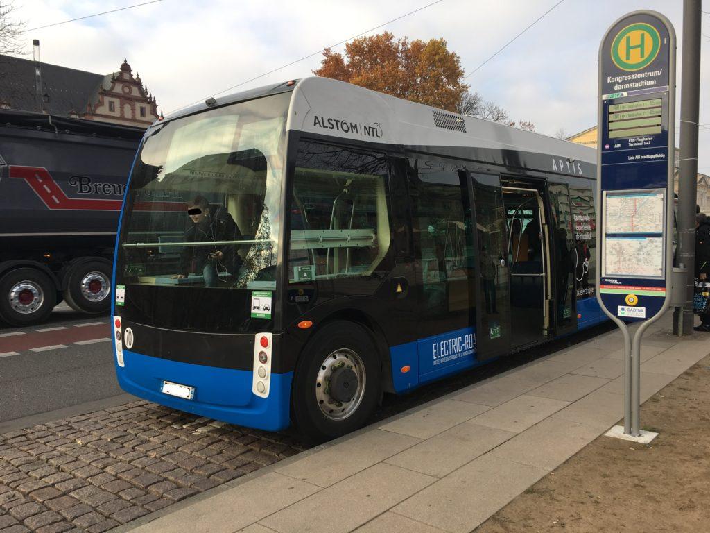 Alstom's Elektrobus (Aptis) an der Hst. Kongresszentrum