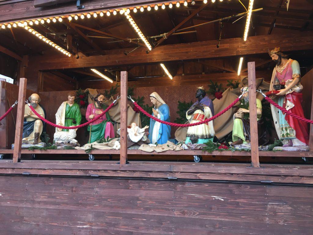Die Weihnachtskrippe steht ebenfalls auf dem Römer