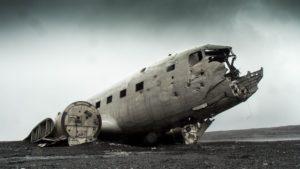 Symbolbild: Flugzeug der Ethopian Airlines stürzt kurz nach Start ab