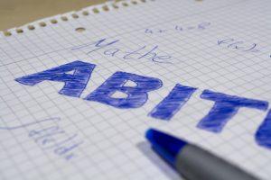Symbolbild: Schriftliches Abitur 2019 in Hessen startet mit Englisch