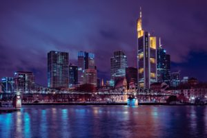 Symbolbild: 250KG-Bombe entschärft, Skyline Frankfurt