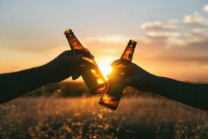 Symbolbild: Jugendliche trinken weniger Alkohol