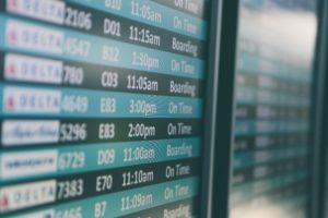 Symbolbild: Flughafen - Gewerkschaft UFO droht mit Streiks in Sommerferien