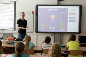 Symbolbild: Speech - Digitalization: Smartboard im Unterricht