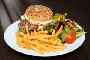 Symbolbild: Harald Sükar: Fast Food ist Kindesmisshandlung