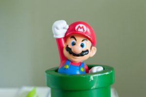 Symbolbild: Mario springt aus einer Röhre hinaus