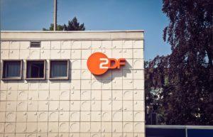 Symbolbild: Wie weit darf Satire gehen? - Das ZDF entschuldigt sich