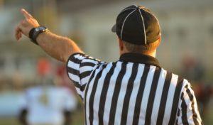 Symbolbild: Fußballer schlägt Schiedsrichter bewusstlos