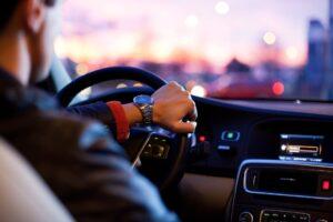Symbolbild: Verkehr: 27-Jährige überrollt und Trinkspiel in Griesheim