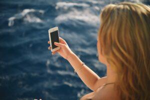Symbolbild: Erstmals Wireless-Charging & Wasserschutz-Zertifizierung
