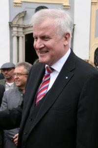 """Symbolbild: Bundesinnenminister Seehofer verbietet """"Nordadler"""""""