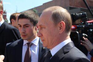 Symbolbild: Putin vs. Corona mit seinem Impfstoff