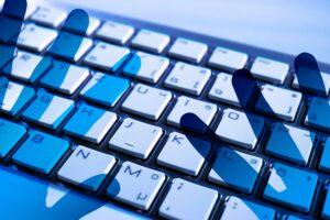 Symbolbild: Bitkom-Studie: Neun von zehn Unternehmen von Cyberangriffen betroffen